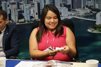 Cruz Pardo of the Hispanic Association of Colleges and Universities (HACU) admires her 3D-printed FIU in D.C. mini Washington Monument, courtesy of FIU CARTA