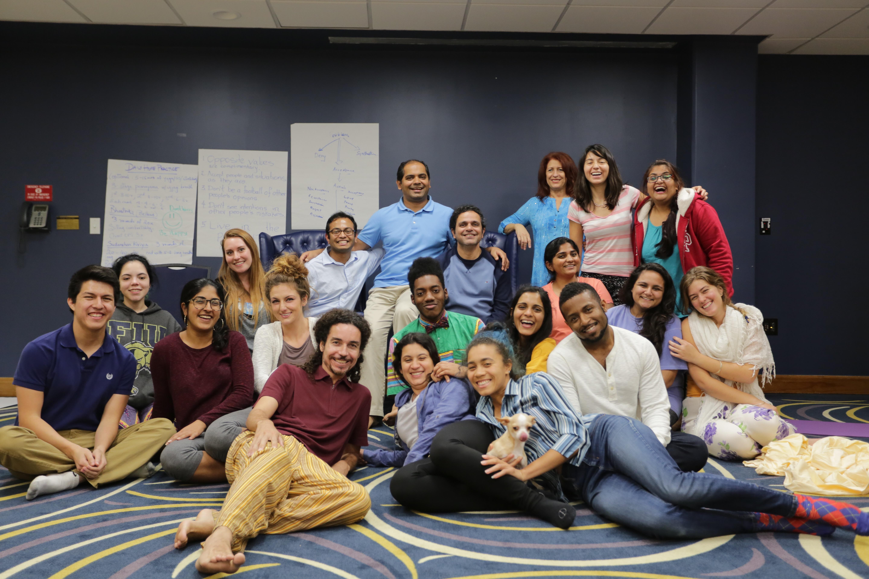El Yoga, la meditación ayuda a los estudiantes a manejar el estrés y académicos - FIU Noticias 2