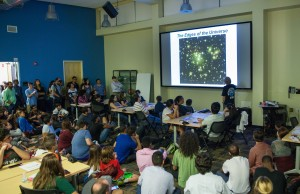 Hundreds turn out for White House astronomy night