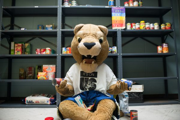 Roary Visits Food Pantry