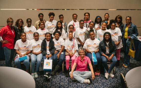 Miami Alumnae Chapter members of Delta Sigma Theta Sorority, Inc. with GeekiWood 2015 sponsored participants and Noreen Legault Mendoza, founder of Geeki Girls Gatherings.
