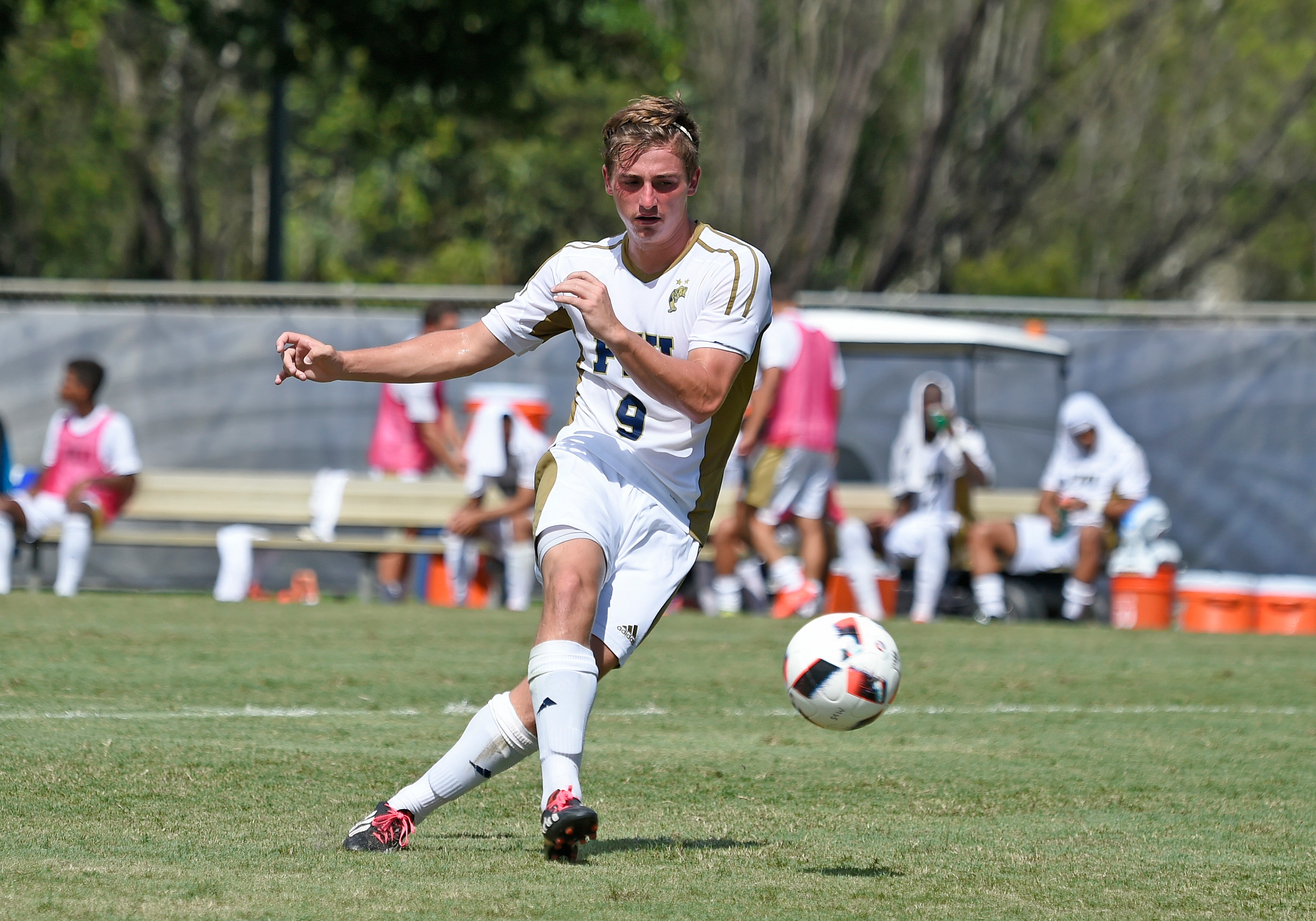 Weekend Replay: Men's, women's soccer pick up dramatic wins