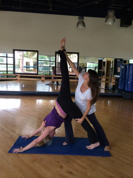 El Yoga, la meditación ayuda a los estudiantes a manejar el estrés y académicos - FIU Noticias 1