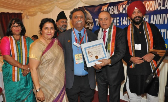 Iyengar recognized with Mahatma Gandhi Pravasi Medal