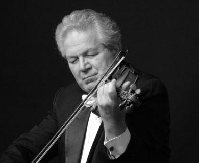 Robert Davidovici performed works of Kletzki and Lutoslawski Tuesday night at Florida International University.