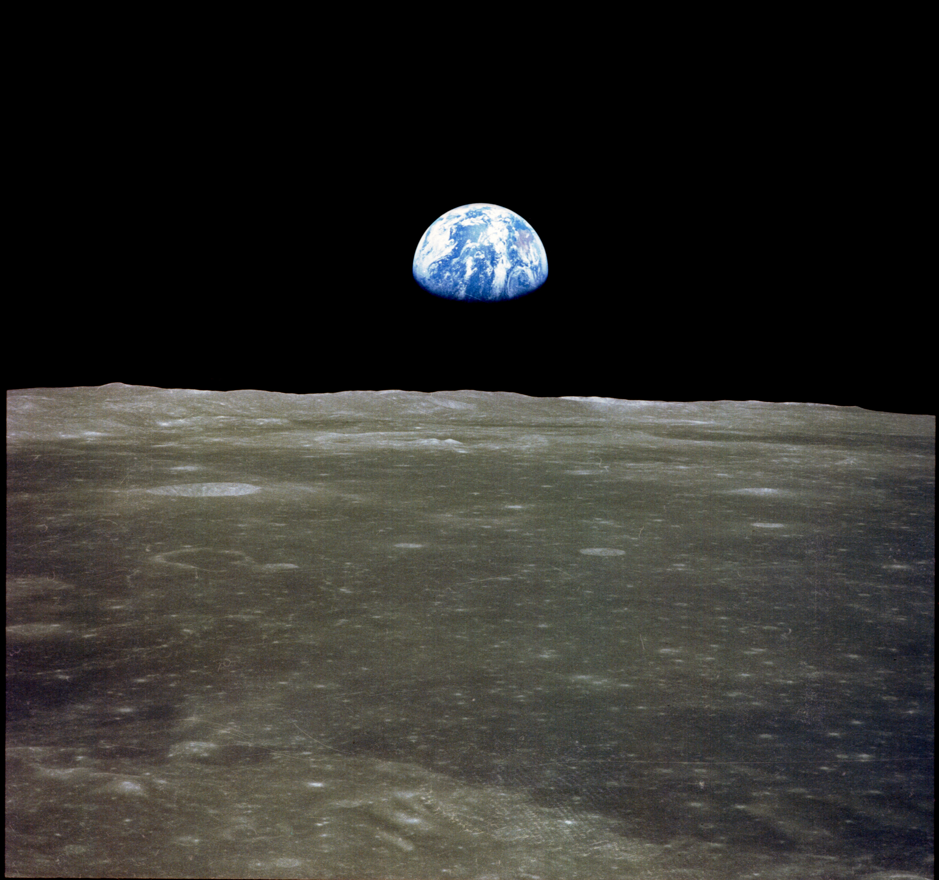 Earth rise from the moon. Photo by NASA.