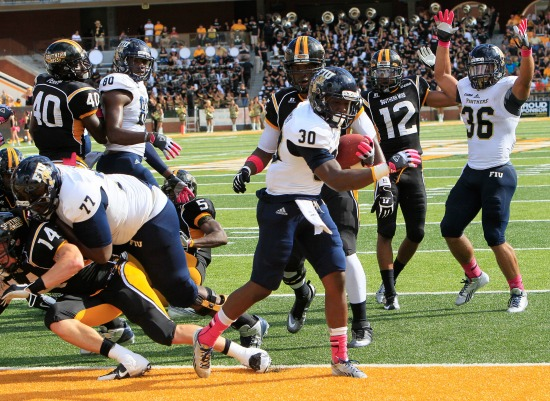 Running back Silas Spearman III (center, #30) scores his first touchdown in FIU's 24-23 over Southern Miss.